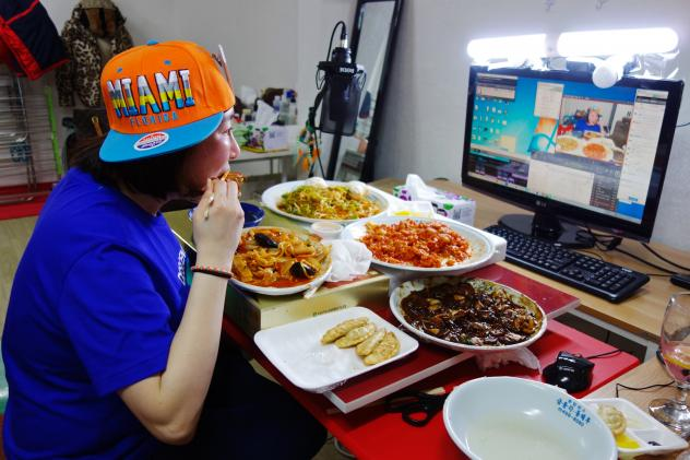"Rachel Ahn, who goes by ""Aebong-ee,"" is among the top 100 most-watched <em>mukbang</em> stars in South Korea."