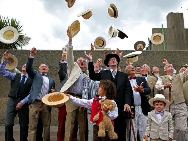 Bloomsday enthusiasts get into the sartorial spirit of <em>Ulysses </em>in the novel's native town, Dublin.