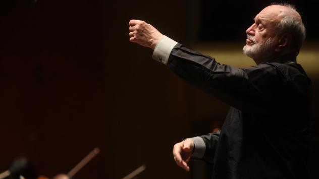 Kurt Masur in 2010, leading the New York Philharmonic at Avery Fisher Hall.