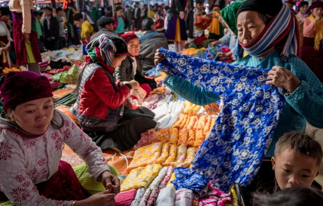 Vietnam's textile industry — and local markets like this one near the border with China — could benefit from the Regional Comprehensive Economic Partnership.
