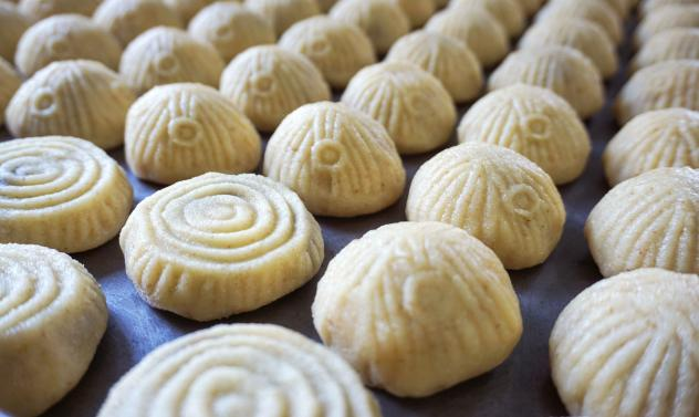 These cookies originated in ancient Egypt, where it is called <em>kahk. </em>No one knows how they became associated with Easter and Eid. Some say they are meant to remind people that at the end of the fasting period, there is a sweet reward, says Sawsan