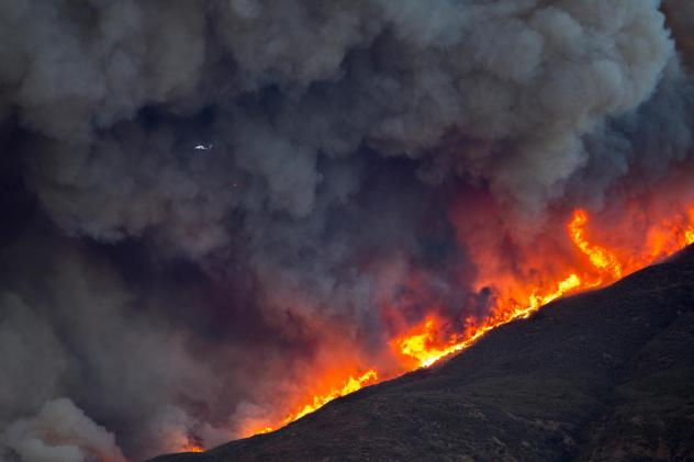 Largest Of Southern California Wildfires Erupts To 132 000 Acres