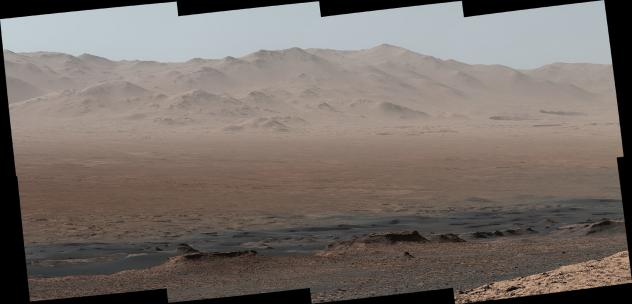 """NASA's Mars rover Curiosity took photos from the Vera Rubin Ridge showing the interior and rim of Gale Crater. The <a href=""""https://www.jpl.nasa.gov/spaceimages/images/largesize/PIA22210_hires.jpg"""" target=""""_blank"""">full image</a> features 16 photos stitch"""