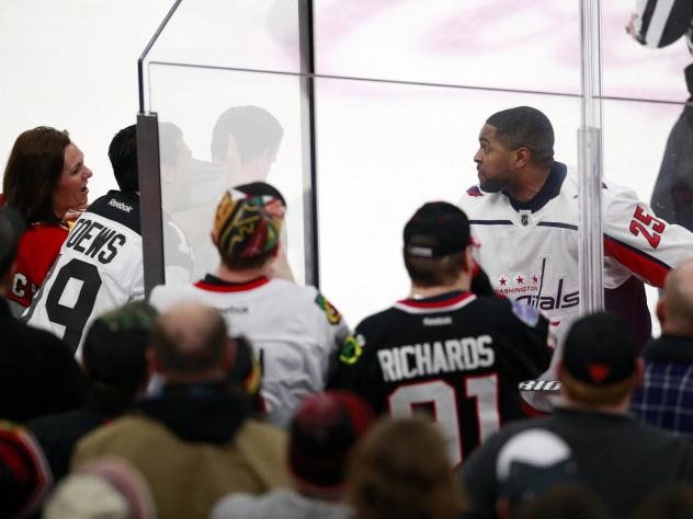 CHICAGO - Washington Capitals right wing Devante Smith-Pelly (25) approaches Chicago Blackhawks fans who were racially taunting him. (Jeff Haynes/AP Photo)