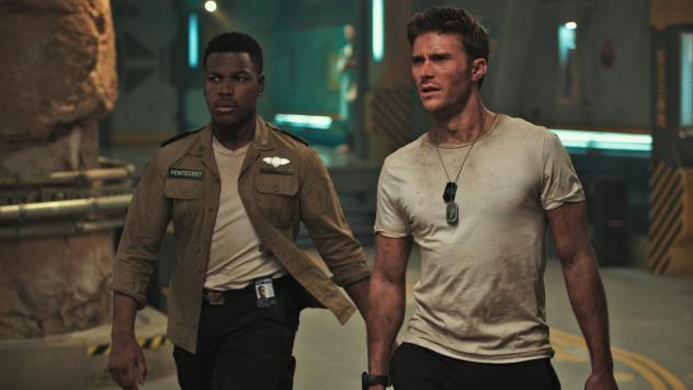 Jaeger Hot-Shots: Jake Pentecost (John Boyega) and Nate Lambert (Scott Eastwood) mech the most of a bad situation in <em>Pacific Rim Uprising</em>.