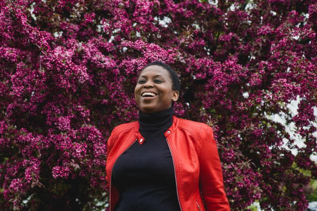 Lola Omolola's success comes from a few strategies: curating interesting stories and encouraging women to respond to each other.