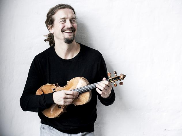 Christian Tetzlaff's new album features the two Violin Concertos by Béla Bartók.