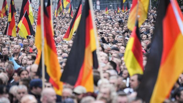 Large crowds of far-right demonstrators rallied in the German city of Chemnitz on Saturday.