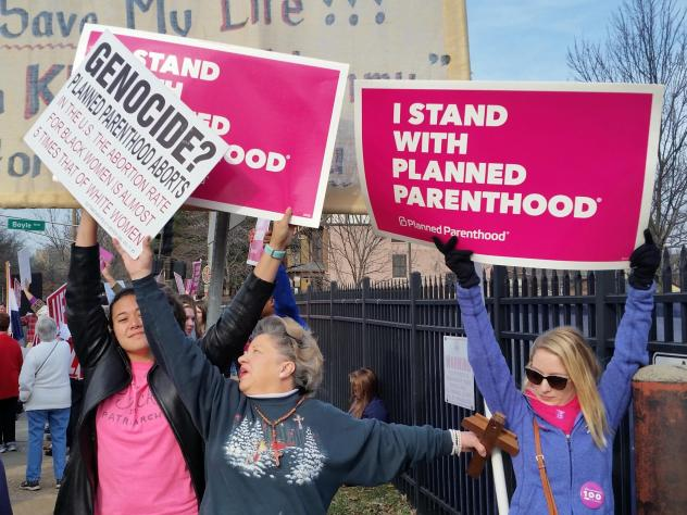 The state of Missouri has just one health clinic that provides abortions as of Wednesday, following new state requirements. In this 2017 photo, Planned Parenthood supporters and opponents protest and counterprotest in St. Louis.