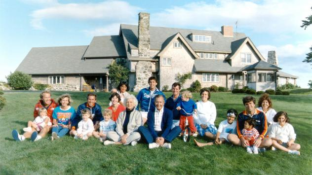 A portrait of former President George H.W. Bush and his family in front of their Kennebunkport, Maine, home in 1986.