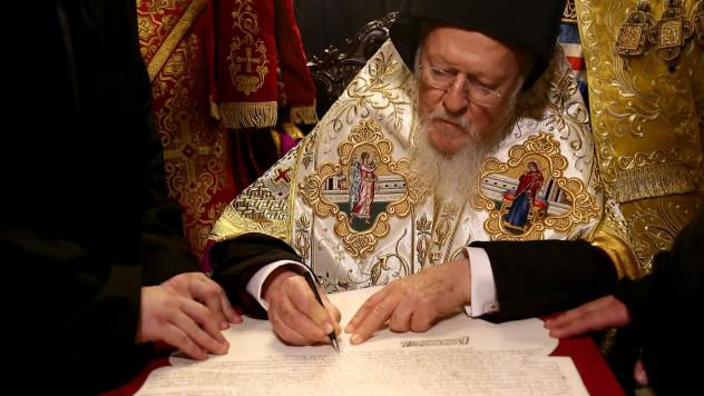 Bartholomew I signs the Tomos of Autocephaly, marking the formal independence of the Ukrainian Orthodox Church at the Patriarchal Church of St. George in Istanbul.