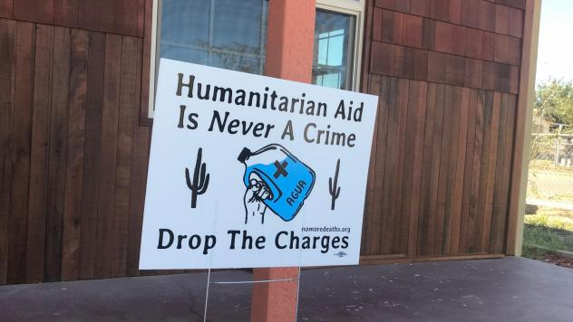 A yard sign in Ajo, Ariz., expressing support for migrant aid workers.