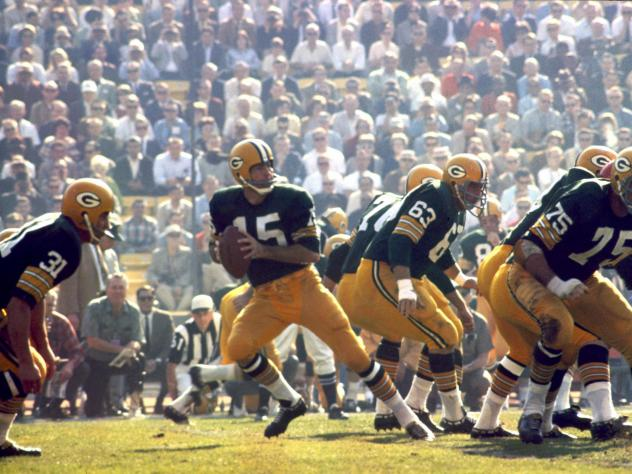 Green Bay Packers Hall of Fame quarterback Bart Starr (15) drops back to pass during Super Bowl I on Jan. 15, 1967. Starr, who died Sunday, had suffered with his health since a 2014 stroke.