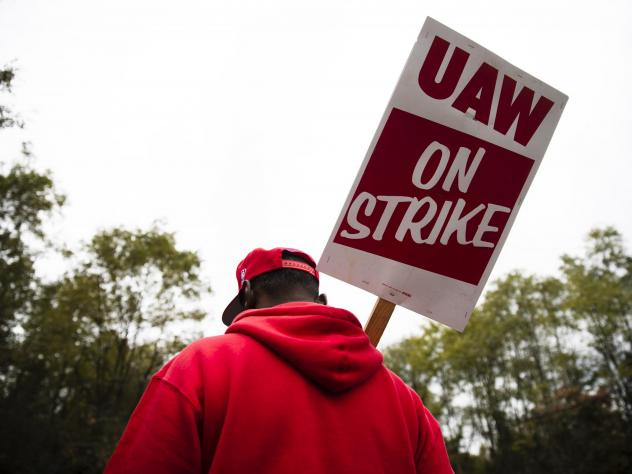 A member of the United Auto Workers pickets earlier this month outside a General Motors facility in Langhorne, Pa. On Friday the union's members voted to ratify a tentative deal with the automaker, bringing an end to a national strike that lasted 40 days