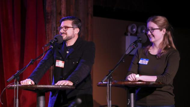 Contestants Paul Alexander and Sarah Sandkuhler face off in a game on <em>Ask Me Another</em> at the Bell House in Brooklyn, New York.