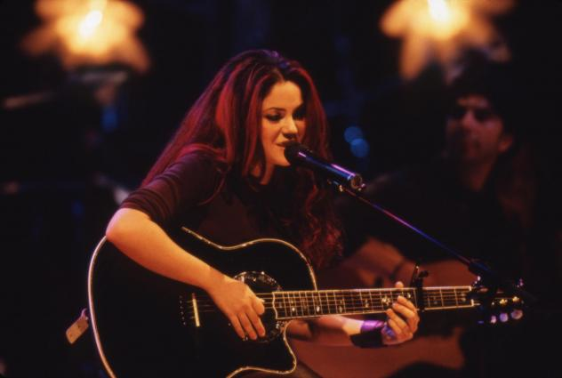 Shakira onstage during her <em>MTV Unplugged</em> performance, recorded in New York in 1999 and released as a live album in early 2000.