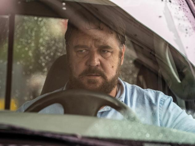 Russell Crowe plays a man who hunts down a woman who honks and passes him at a traffic stop in <em>Unhinged</em>.