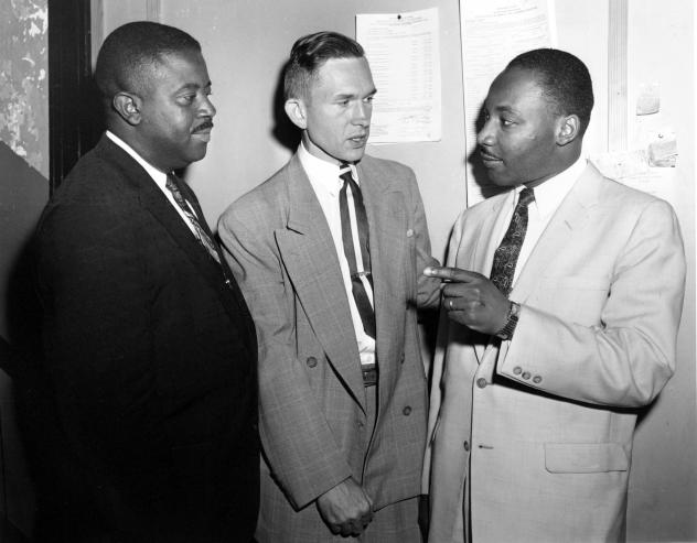 In this May 28, 1957, photo, Rev. Robert S. Graetz, center, Rev. Dr. Martin Luther King Jr. and Rev. Ralph D. Abernathy, left, talk outside the witness room during a bombing trial in Montgomery, Ala. Graetz, the only white minister to support the Montgom
