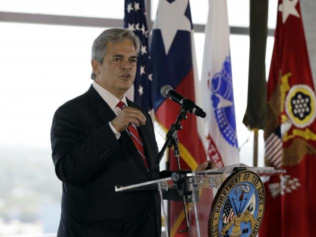 """Austin Mayor Steve Adler, shown here at an event in 2018, says he """"set a bad example"""" by traveling to Cabo San Lucas last month."""