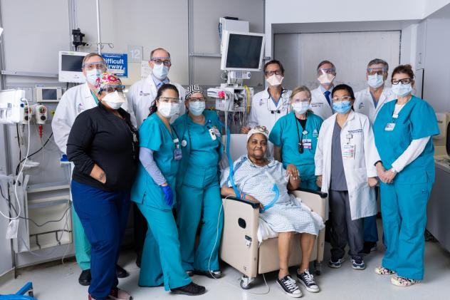 Sonia Sein with her surgeons and ICU team at The Mount Sinai Hospital.