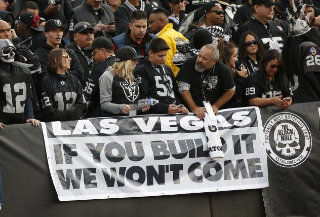 Outline emerges of Oakland stadium deal to keep Raiders