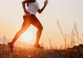 When working out in the summer, watch for the signs of dehydration and heat stroke. Choosing a later evening or early morning time for a run in one smart way to stay safe.