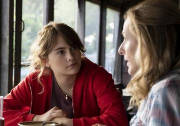 Emilia Jones and Marlee Matlin play daughter and mother in the new film <em>CODA</em>.
