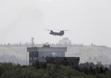 <strong>Sun., Aug. 15:</strong> A U.S. Chinook helicopter flies near the U.S. Embassy in Kabul, Afghanistan