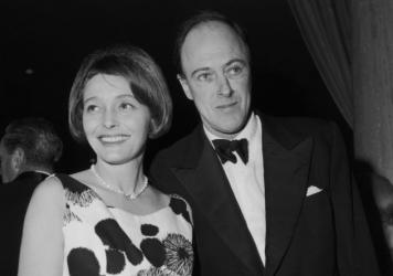 Writer Roald Dahl with his wife American actress Patricia Neal at the Screen Directors Awards, circa 1962.