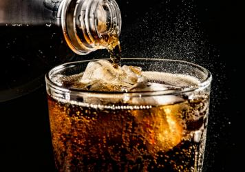 Drinking artificially sweetened diet sodas may lead to increase in appetite and weight gain, research finds.