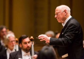 The conductor Bernard Haitink leading the Chicago Symphony Orchestra in an undated photo. Haitink died Thursday at age 92.