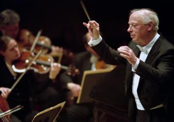 Bernard Haitink leading the Boston Symphony Orchestra in 2003. The beloved conductor died Oct. 21 at age 92.