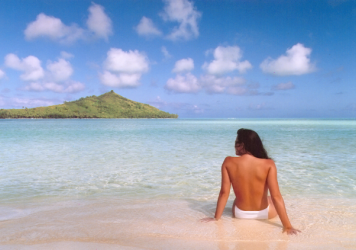"""""""Jennifer In Paradise,"""" a photo of Jennifer Walters in Bora Bora in August 1988, was the first color image to ever be Photoshopped. John Knoll <a href=""""http://www.theguardian.com/artanddesign/photography-blog/2014/jun/13/photoshop-first-image-jennifer-in-paradise-photography-artefact-knoll-dullaart"""">used the image of his then-girlfriend (now wife) to demo Photoshop</a> to potential users."""