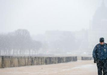 Snow begins to fall Thursday morning along the National Mall, in Washington, D.C. The federal government closed its offices because of a new round of winter weather.