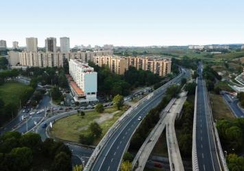 On the outskirts of Rome is a mile-long stretch of unfinished elevated track for a tramline.  Work stopped in the mid-1990s. Under the guidance of Renzo Piano, architects are turning it into an elevated park.