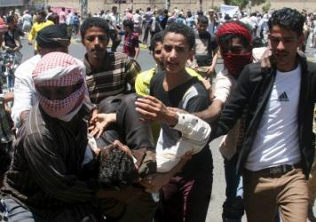 Anti-Houthi protesters carry an injured fellow protester during clashes with Houthi fighters in Yemen's southwestern city of Taiz on Sunday.