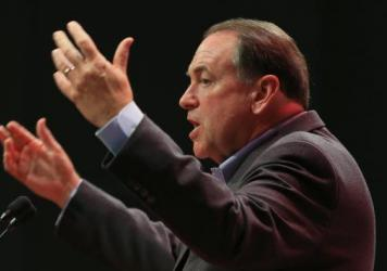 Mike Huckabee is again trying to run on his experience as governor of Arkansas, not his stint as a firebrand conservative analyst.