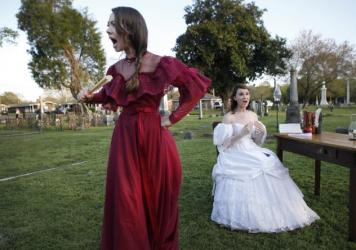 Kameron Shook, 17, and Brenna Paola, 17, perform as part of <em>Tales From the Crypt</em> in Friendship Cemetery in Columbus, Miss.