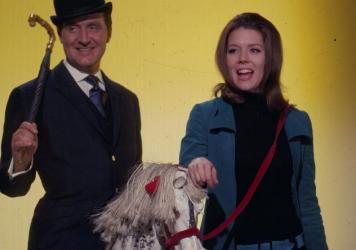 Patrick Macnee and Diana Rigg in their roles as John Steed and Emma Peel in the television series <em>The Avengers </em>in 1967. Macnee died today in Rancho Mirage, Calif. He was 93.