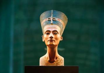 The location of Queen Nefertiti's tomb has been unknown, but Egyptologist Nicholas Reeves thinks it could be behind a wall of one of the most famous and studied tombs ever discovered.