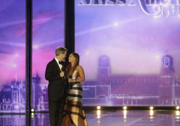 Miss America pageant chief executive Sam Haskell apologizes to Vanessa Williams, who was forced to resign her Miss America title.