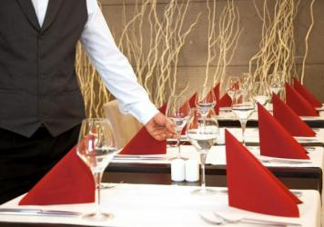 At fine-dining places, white workers overwhelmingly fill jobs with the heftiest salaries, while Latinos, blacks and other minorities have jobs with pay closer to the poverty level, a study finds.