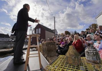 After struggling at the GOP presidential debate, Jeb Bush took his case straight to New Hampshire, where he addressed a crowd outside Geno's Chowder and Sandwich Shop in Portsmouth, N.H.