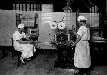 Women operate a gum-wrapping machine, circa 1923. It was a pivotal decade in the rise of America's retail candy business.