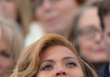 Beyoncé performed at president Obama's inauguration in 2013, with Hillary Clinton in attendance.