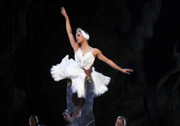 Misty Copeland (center) performed in the Washington Ballet production of <em>Swan Lake </em>in April 2015.