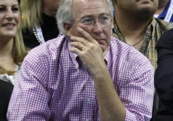 Aubrey McClendon (left), CEO and chairman of the board of Chesapeake Energy Corp., watches a basketball game in Oklahoma City in 2012. McClendon died in a car crash one day after being indicted on conspiracy charges.