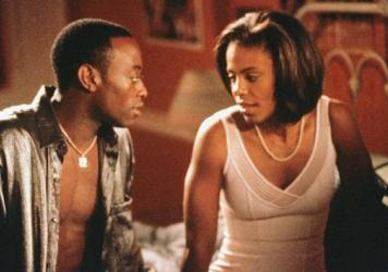 Omar Epps and Sanaa Lathan in the 2000 romantic drama <em>Love and Basketball</em>.