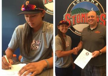 Kelsie Witmore signs with the Sonoma Stompers. <strong></strong>