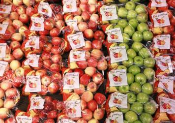 Starting this week, Wal-Mart, America's largest grocer, says it will start piloting sales of weather-dented apples at a discount in 300 of its Florida stores.
